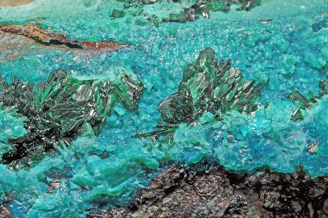 Prismatic dark green atacamite and blue-green chrysocolla from La Farola Mine, Atacama Desert, Chile