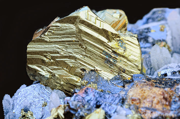 Twinned crystal of chalcopyrite from Hodruša-Hámre, Slovakia