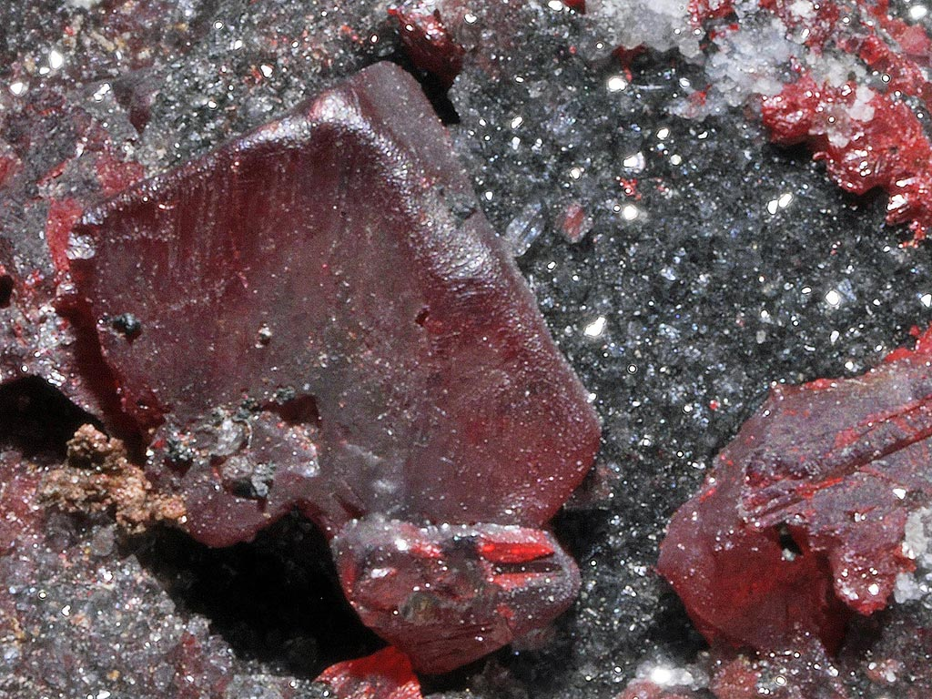 Red cinnabar crystals associated with elemental mercury globules from Almadén, Spain