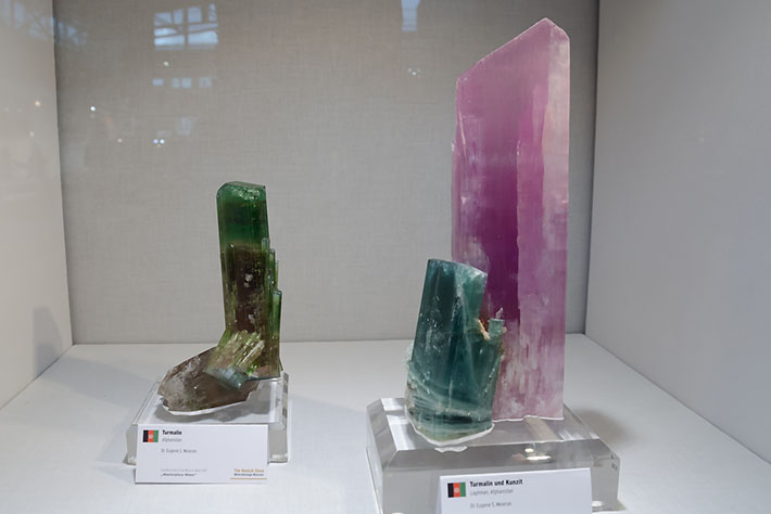 Elbaite and spodumene crystals from Afghanistan