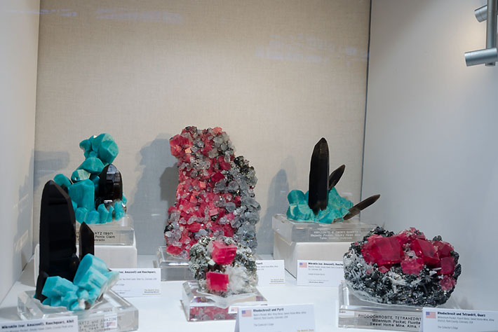 Display of the fine amazonite and rhodochrosite specimens from Colorado
