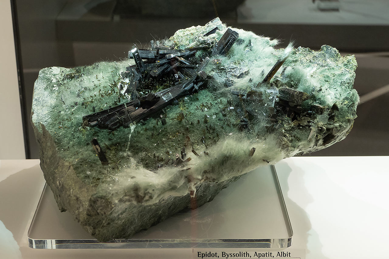 Huge mineral specimen with the actinolite asbest (byssolite), epidote and minor apatite and albite from the Knapennwand, Austria