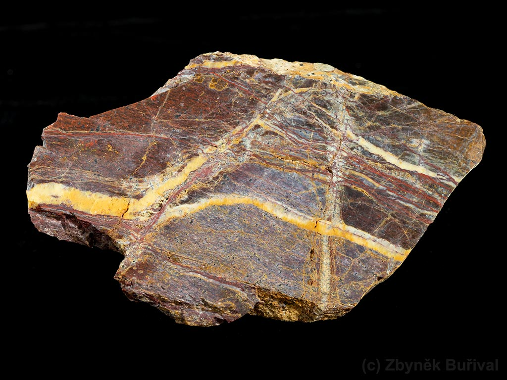 Opal from serpentinite with relic structures