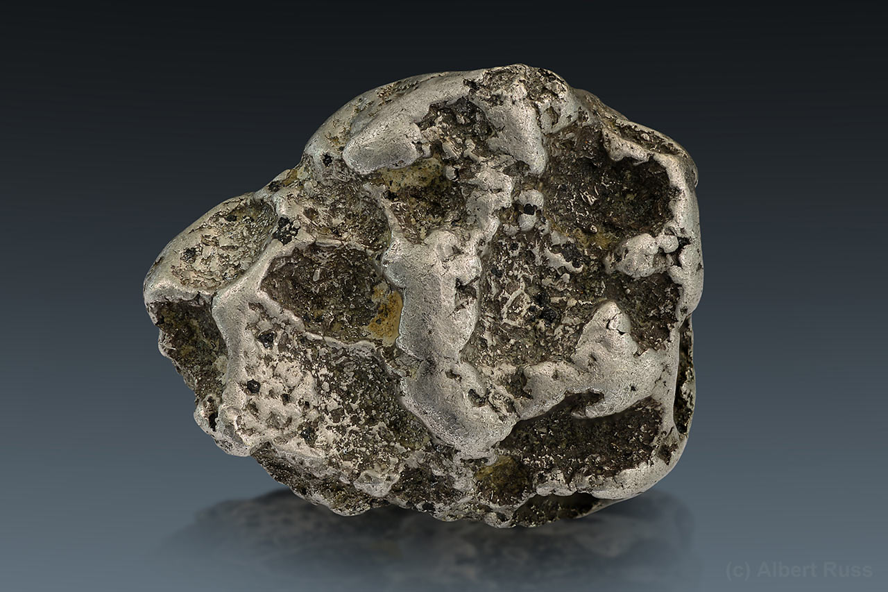 Native platinum nugget from Konder, Khabarovsk, Russia