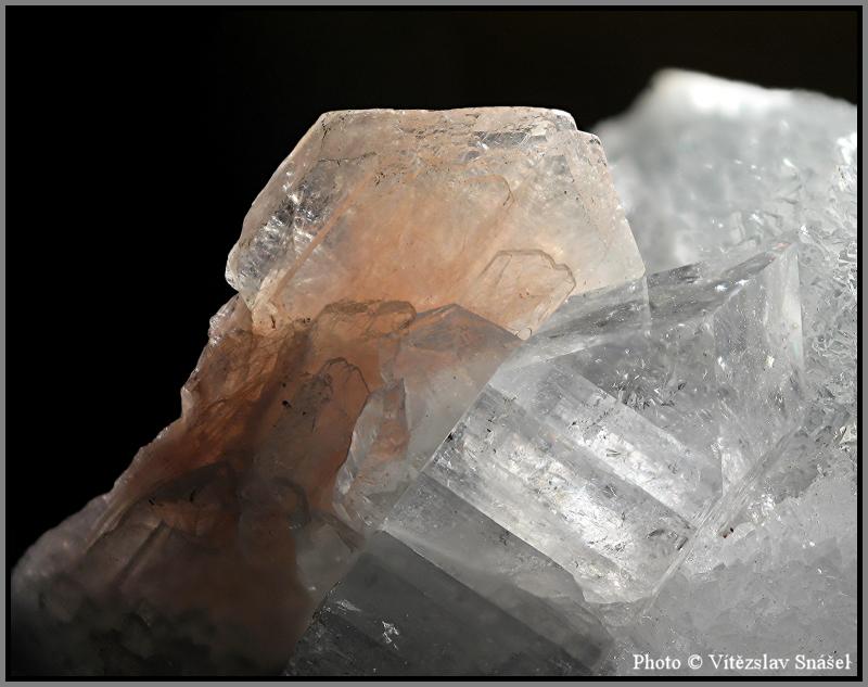 Stilbite-(Ca), Apophyllite