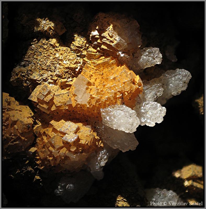 Calcite, Limonite