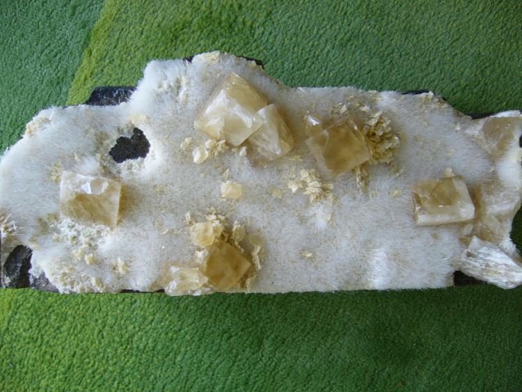 Natrolite, Calcite
