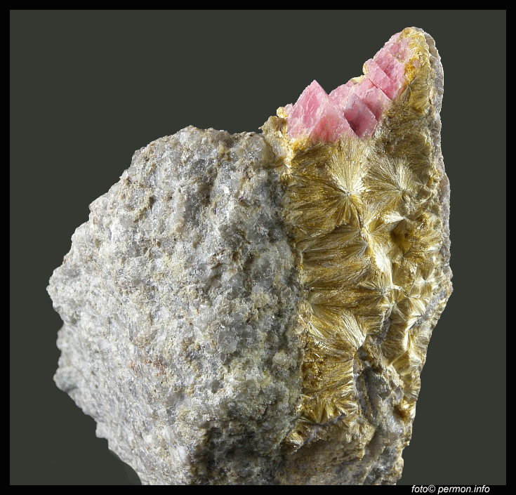 Rhodochrosite, Carpholite