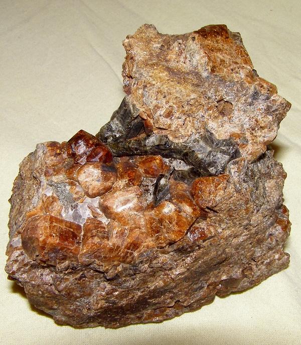 Grossular (var. Hessonite), Vesuvianite
