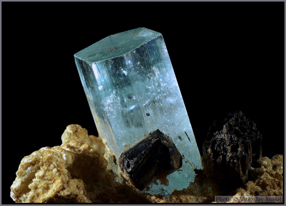 Beryl (var. Aquamarine), Schorl
